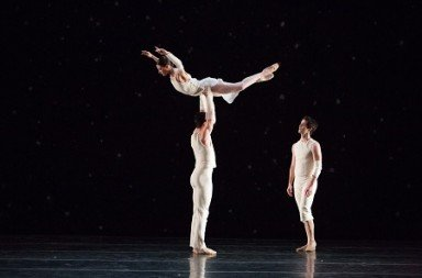 Artists of Pennsylvania Ballet In Trisha Brown's  O zlozony/O composite Photo: Alexander Iziliaev