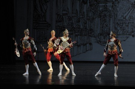 "Mariinsky Ballet dancers in Maxim Petrov's ""Le Divertissement du Roi"" Photo Valentin Baranovsky"