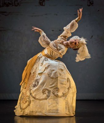 "Philipp Stepin in Maxim Petrov's ""Le Divertissement du Roi"" Photo Michael Khoury"