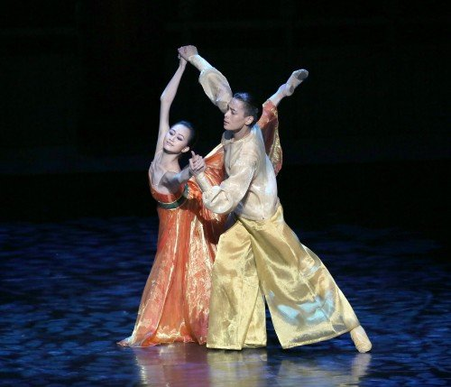 Shanghai Ballet in Echoes of Eternity Wu Husheng and Qi Bingxue Photo by Chen Wen