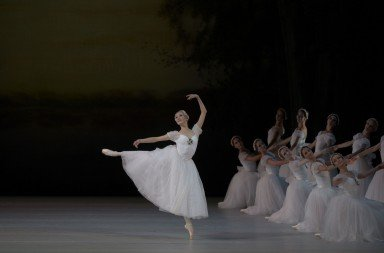 Svetlana Ivanova in Chopiniana. Photo: Valentin Baranovsky
