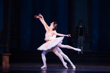 Pennsylvania Ballet Principal Dancers Mayara Pineiro and Arian Molina Soca in Ben Stevenson's Cinderella Photo: Alexander Iziliaev