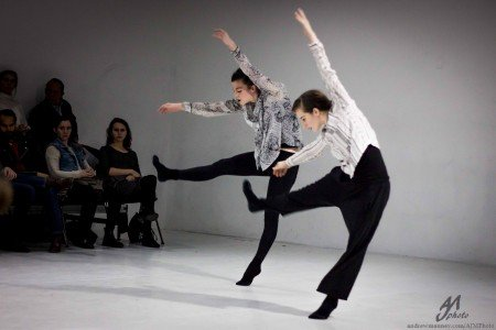 """Inclined Dance Project dancers Leighann Curd and Christina Chelette in Kristen Klein's """"Turf"""" Photo Andrew J. Mauney"""