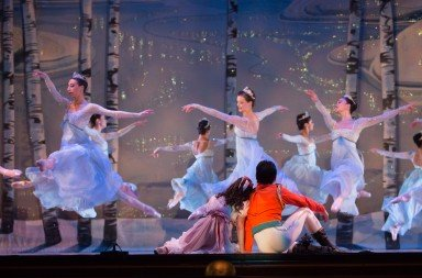 Tori Jahn, Colleen Soltys and Alysia Chang in Graham Lustig's The Nutcracker Photo: Don Dion