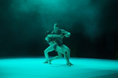 Company Wayne McGregor's Atomos, photo by Ravi Deepres