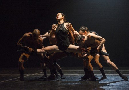 "Mariko Kakizaki (center) and L-E-V company members in ""OCD Love"" Photo by Yi-Chun Wu"