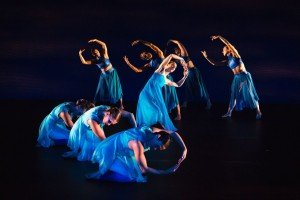 "Ariel Rivka Dance dancers in Ariel Grossman's ""Undertow"" Photo by David Gonsier"