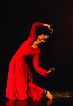 "IceCraft Dance Company: Sanjukta Sinha in Padma Bhusan Kumudini Lakhia's ""Kin-Incede"" Photo by Vipul Sangoi"