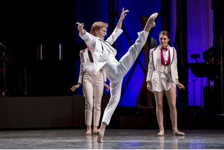 """Oregon Ballet Theatre dancer Chauncey Parsons and members of the company in Nicolo Fonte's """"Never Stop Falling (In Love)"""" Photo by Yi Yin."""