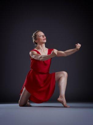 "Chamber Dance Company dancer Alexandra Bradshaw in Isadora Duncan's ""The Revolutionary"" Photo by Steve Korn"