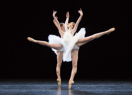 "Dresden Semperoper Ballett dancers Gina Scott and Zarina Stahnke in David Dawson's ""5"" Photo by Yi-Chun Wu"