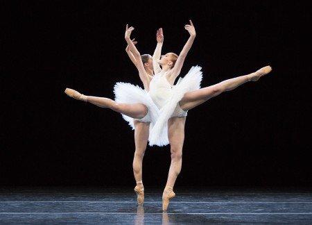"Dresden Semperoper Ballett dancers Gina Scott and Zarina Stahnke in David Dawson's ""5"" Photo by Yi-Chun Wu"