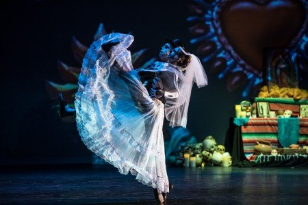 "Oakland Ballet Company dancers Emily Kerr and Richard Link in Graham Lustig's ""Luna Mexicana"" Photo by Steven Texeira"