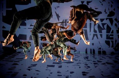 Cloud Gate Dance Theatre in Lin Hwai-min's Formosa, photo by Liu Chen-hsiang
