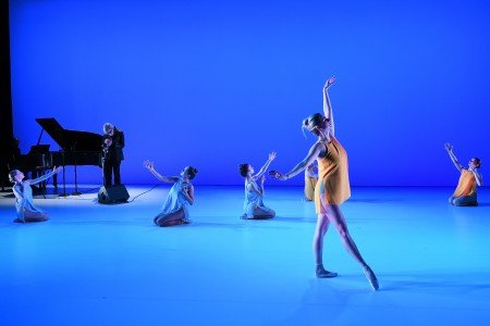 "Michele Wiles (foreground), Tom Harrell and Danny Grissett (rear) and BalletNext dancers in ""Vibrer"" Photo by Eduardo Patino"