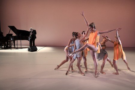 "Michele Wiles and BalletNext dancers [Tom Harrell and Danny Grissett on piano (rear)] in ""Vibrer"" Photo by Eduardo Patino"