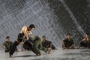 Cloud Gate Dance Theatre of Taiwan in Lin Hwai-min's Formosa, photo by Liu Chen-hsiang