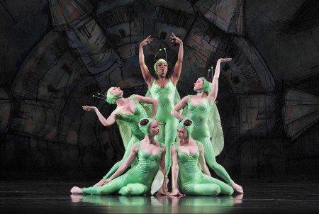 "Paul Taylor Dance Company dancers (clockwise from top) Michelle Fleet, Eran Bugge, Heather McGinley, Laura Halzack and Jaimie Rae Walker in ""Gossamer Gallants"" Photo by Paul B. Goode"