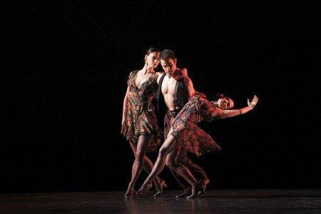 """Paul Taylor Dance Company members Laura Halzack, Robert Kleinendorst, and Eran Bugge in """"Piazzolla Caldera"""" Photo by Paul B. Goode"""