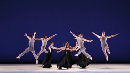 """Paul Taylor Dance Company in """"Roses"""" Photo by Paul B. Goode"""