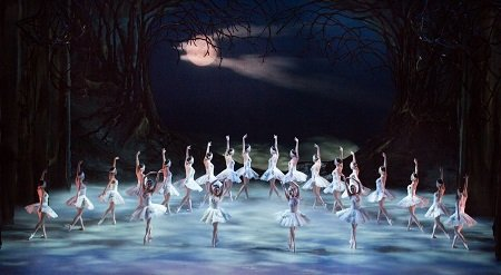 Artists of Pennsylvania Ballet in Swan Lake Photo: Alexander Iziliaev