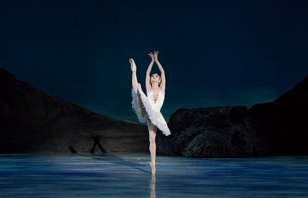 Pennsylvania Ballet Principal Dancer Oksana Maslova in Swan Lake Photo: Alexander Iziliaev
