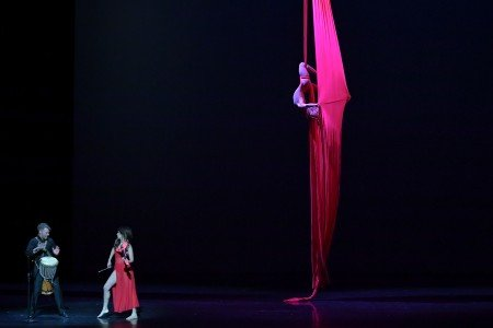 "Liubov Kazantseva in Natalia Bashkatova's ""Desert Rose"" at the YAGP Gala with musicians Sarah Charness ​and ​Caleb Spaulding​ Photo by VAM Productions"