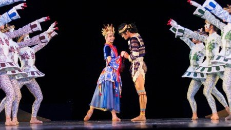 "Denise Parungao, Garry Corpuz, and members of Ballet Philippines in George Birkadze's ""Firebird"" Photo by Justin Bella Alonte"