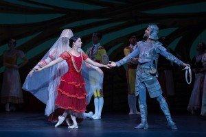 Ballet Nacional de Cuba's Premier dancer Viengsay Valdes as Kitri and Yansiel Pujada as Don Quixote, photo by Teresa Wood