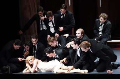 Alicia Amatriain as Lulu with her lovers Photo: Stuttgart Ballet