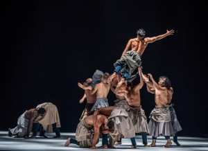 """Cie Hervé Koubi in """"The Barbarian Nights, or the First Dawns of the World"""" (excerpt) Photo by Stephanie Berger"""