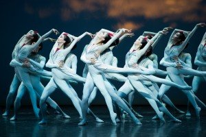 """National Ballet of China dancers in Ma Cong and Zhang Zhenxin's """"The Crane Calling"""" (excerpts) Photo by Paula Lobo"""
