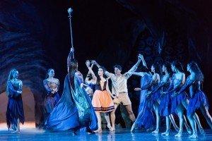 "Kelsie Nobriga, Matthew Pawlicki-Sinclair, and Oregon Ballet Theatre dancers in August Bournonville's ""Napoli"" Photo by Jingzi Zhao"