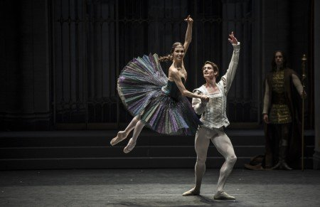 "Viktorina Kapitonova and Alexander Jones with Ballett Zürich in Alexei Ratmansky's ""Swan Lake"" Photo by Carlos Quezada"