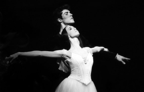 "Viktorina Kapitonova and Roberto Bolle with Ballet Zürich in ""Giselle"" Photo by Maria Helena Buckley"