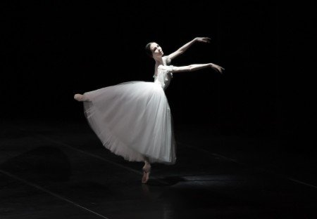 "Viktorina Kapitonova with Ballett Zürich in ""Giselle"" Photo by Maria Helena Buckley"