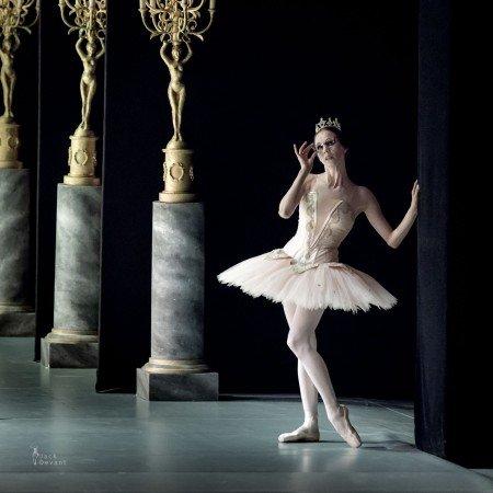 """Viktorina Kapitonova in Christian Spuck's """"Le Grand Pas de Deux"""" at the Dance Open Festival. Photo by Jack Devant"""