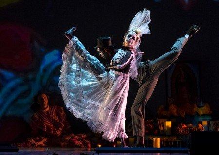 Samantha Bell and Landes Dixon in Luna Mexicana Photo John Hefti