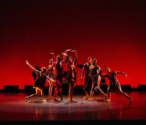 "Members of Owen/Cox Dance Group in Jennifer Owen's ""Morena"" Photo by Elizabeth Stehling"