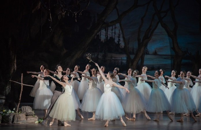 Pennsylvania Ballet Aleksey Babayev, Yuka Iseda, Alexandra Hughes, Artists of Pennsylvania Ballet Photo: Arian Molina Soca