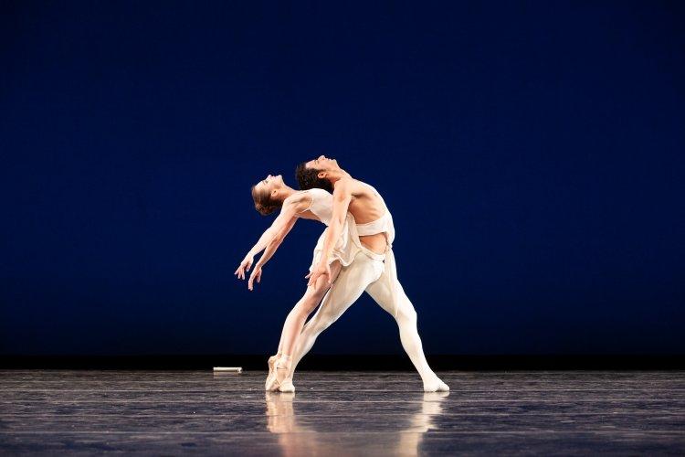 Arian Molina Soca and Oksana Maslova in Apollo Photo: Alexander Iziliaev
